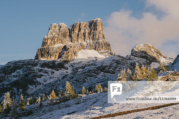 Limidsee  Croda Negra im Hintergrund  Südtirol  Dolomiten  Italien