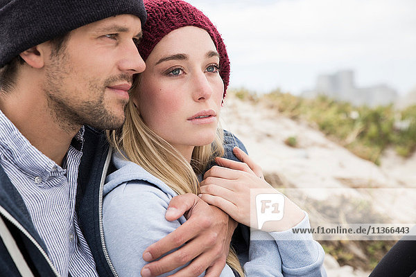 Romantisches junges Paar am Strand  Western Cape  Südafrika