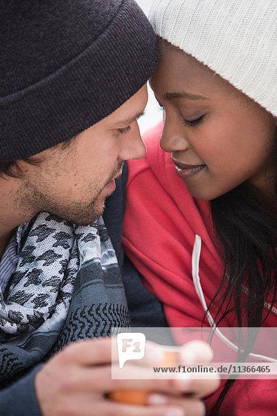 Romantisches junges Paar von Angesicht zu Angesicht am Strand  Western Cape  Südafrika