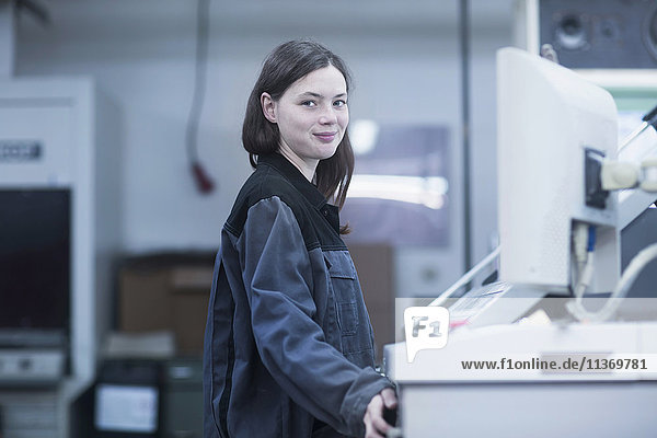 Print worker working in an industry