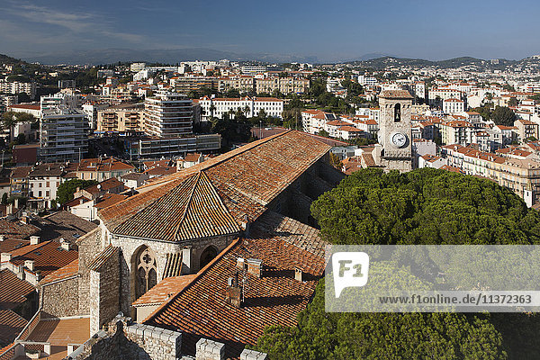 Frankreich  Cannes  Uhrenturm von Suquet und St. Anna Kapelle