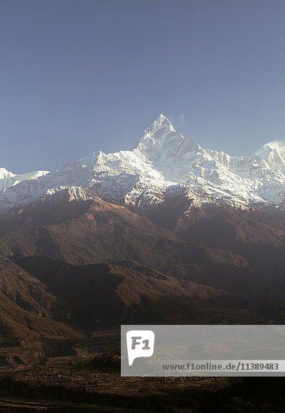 Ausblick auf Machhapuchhare von Sarangkot  Annapurnaregion  Nepal  Asien