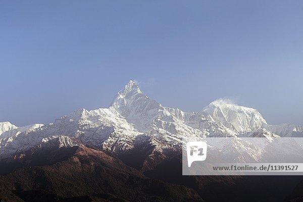 Schneebedeckter Gipfel des Machhapuchhare  Ausblick von Sarangkot  Annapurna-Region  Himalaya  Nepal  Asien