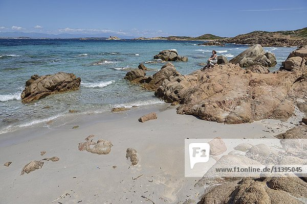Felsige Bucht Cala Trinita  Insel La Maddalena  Provinz Sassari  Gallura  Sardinien  Italien  Europa