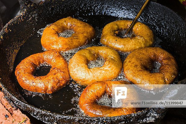 Donuts werden in Fett gebacken  Bandipur  Tanahu  Nepall