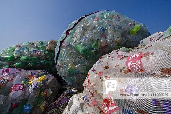 Große Netze mit Plastikflaschen  Recycling  Kathmandu  Nepal  Asien