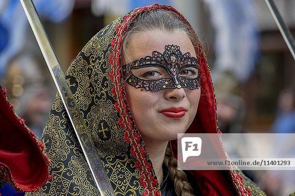 Frau in historischer Kleidung  Portrait  Umzug Mauren und Christen  Moros y cristianos  Jijona oder Xixona  Provinz Alicante  Costa Blanca  Spanien  Europa