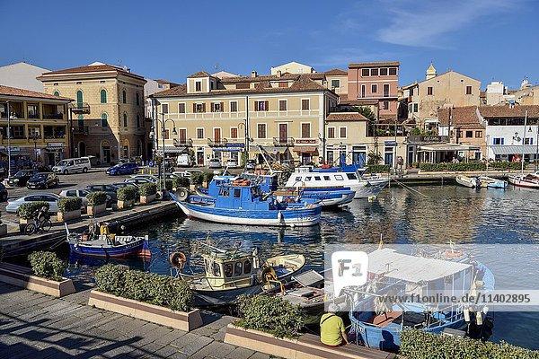 Hafen von Maddalena  La Maddalena  Region Gallura  Provinz Olbia-Tempio  Sardinien  Italien  Europa