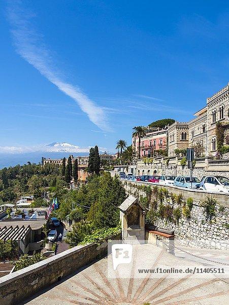 Taormina  hinten Ätna  Taormina  Sizilien Italien
