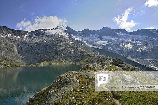 Zittauer Hütte  Oberer Wildgerlossee  hinten Reichenspitz-Gruppe mit Gletscher  Wildgerlostal  Nationalpark Hohe Tauern  Salzburg  Österreich  Europa