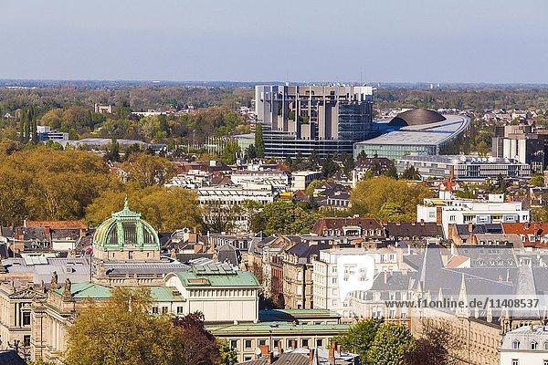 Blick über die Altstadt zum Europaviertel  Europaparlament  EU  Straßburg  Elsass  Frankreich  Europa
