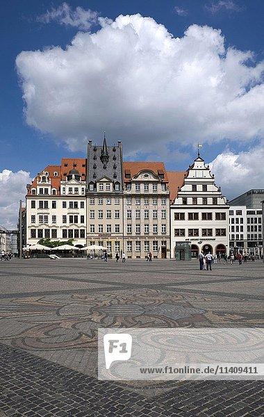 Kopfsteinpflaster mit Stadtwappen  Markt  Leipzig  Sachsen  Deutschland  Europa
