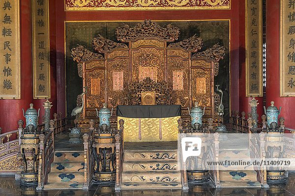 Throne in the Palace of Heavenly Purity  Forbidden City  Beijing  China  Asia