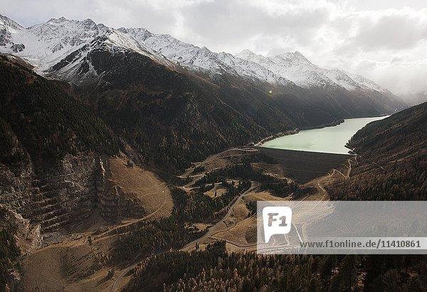Speichersee Kaunertal  Gepatschspeicher  Staumauer  Wasserkraft  Luftaufnahme  Tirol  Österreich  Europa