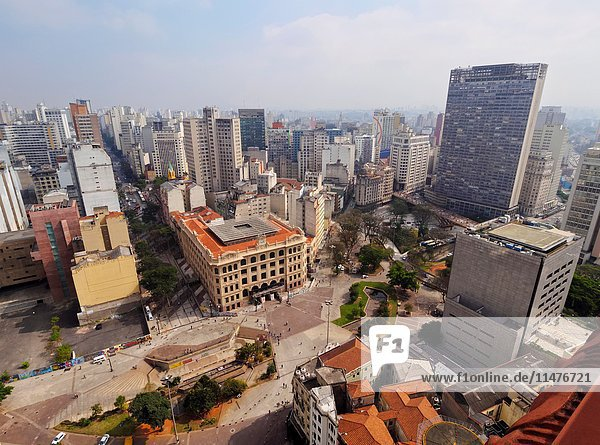 Brazil  State of Sao Paulo  City of Sao Paulo  Elevated view of the city center with Anhangabau Park and Central dos Correios viewed from the Martinelli Building.