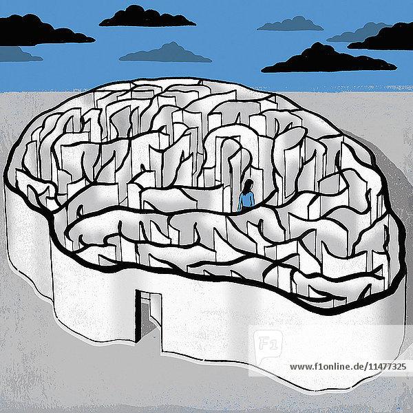 Frau geht in einem Gehirn-Labyrinth