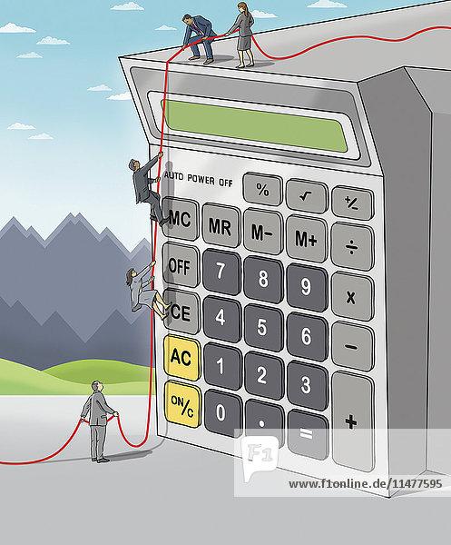 Geschäftsleute klettern zusammen auf einen Taschenrechner
