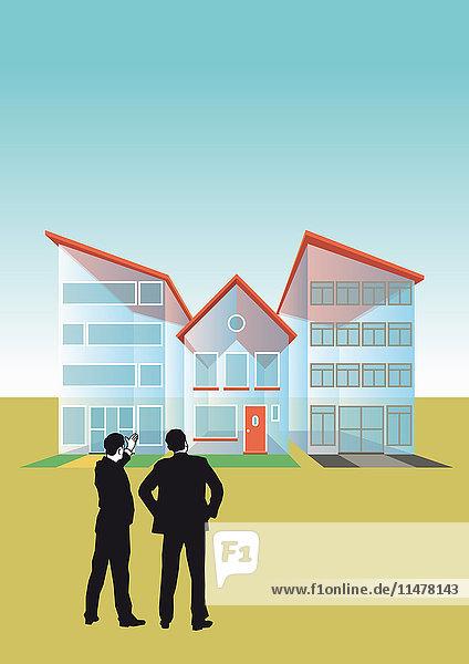 Zwei Geschäftsmänner unterhalten sich an durchsichtigen Häusern