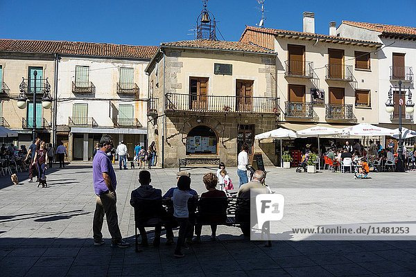 Looking across the Plaza der Espana to the clock house at El Barco De Avila  Avila Province  Spain.