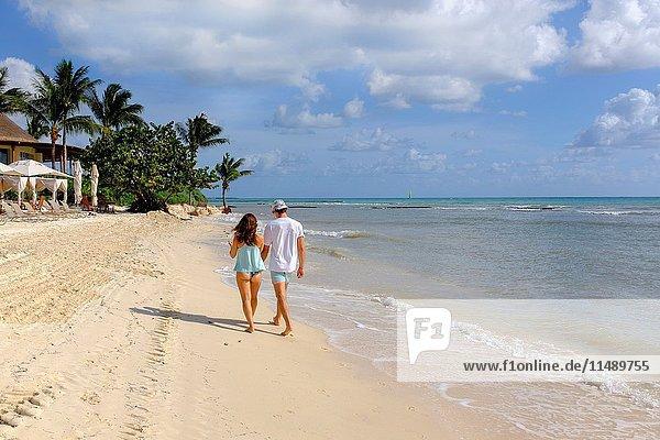 Young couple walking along the beach at Riviera Maya  Playa del Carmen  near Cancun  Mexico.