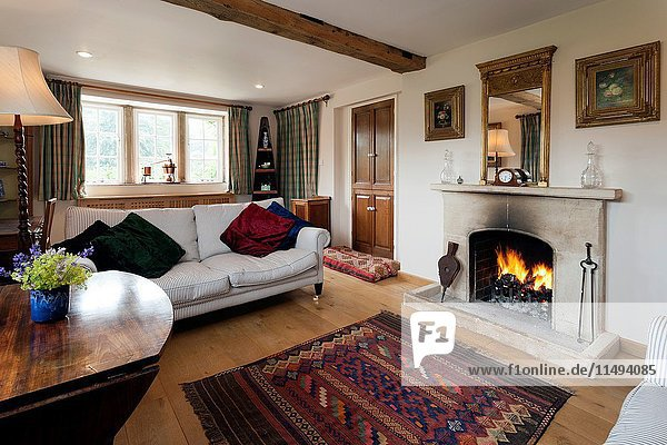 UK homes. A traditionally furnished cottage sitting room. For Editorial Use Only.