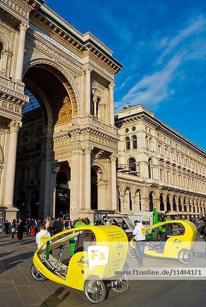 Rickshaws  Piazza del Duomo  Milan  Lombardy  Italy.