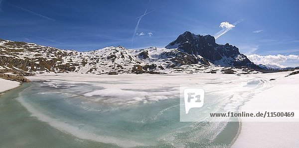 Europe  Italy  thaw at vacca Lake  Adamello park  province of Brescia.