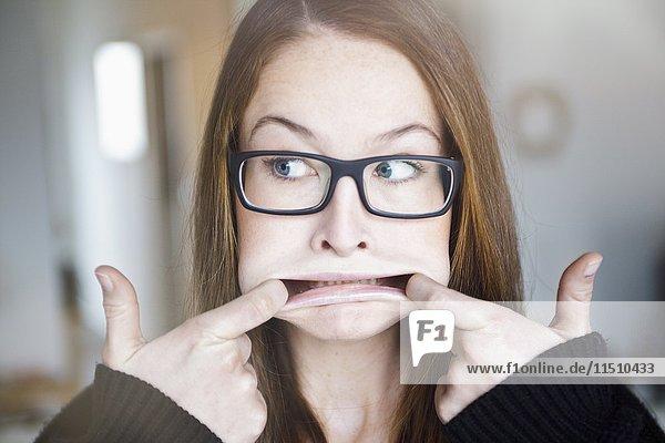 Junge Frau mit Brille  Portrait