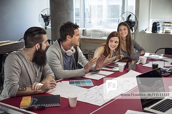 Kreative Profis im lockeren Meeting