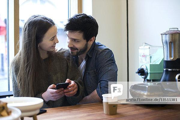 Gemeinsames Entspannen im Coffee Shop