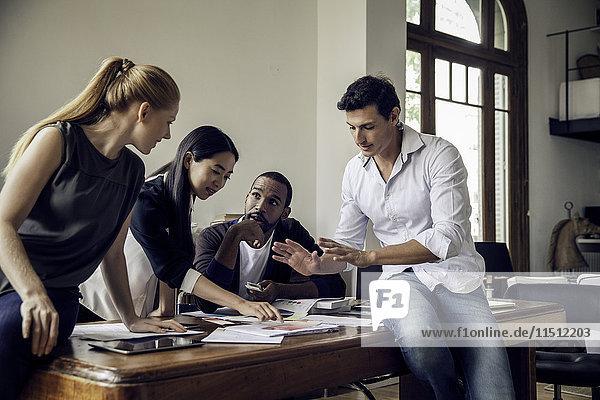 Brainstorming der Kollegen im Freizeitbüro