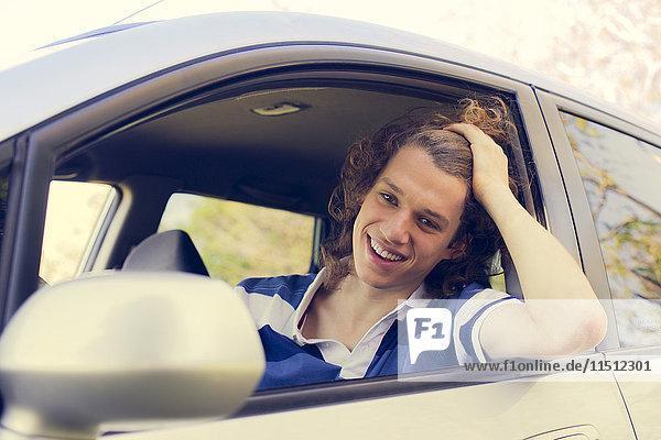 Seitenspiegel zur Kontrolle des Fahrers
