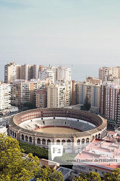 Erhöhte Ansicht der Plaza de toros de La Malagueta  Málaga  Spanien