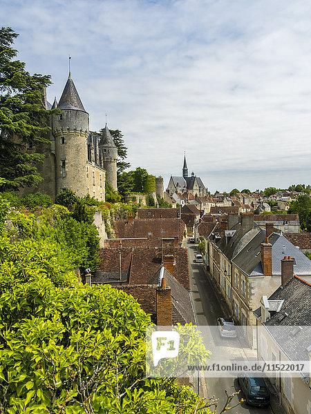 Frankreich  Montresor  Blick auf Montresor Schloss und Stadt von oben