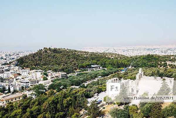 Griechenland  Athen  Die Stadt und das Odeon des Herodes Atticus von der Akropolis aus gesehen