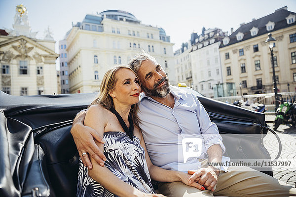 Österreich  Wien  verliebtes Paar auf Sightseeing-Tour im Fiaker