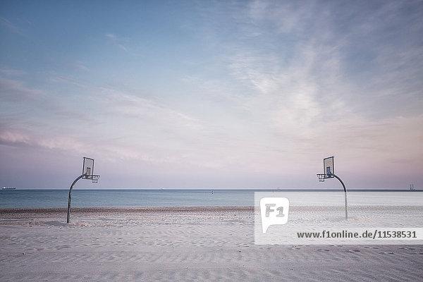 Deutschland  Warnemünde  Strand mit Volleyballplatz