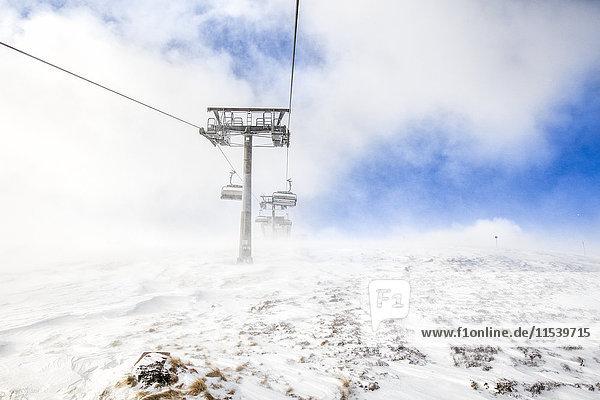 Österreich  Turracher Hoehe  Sessellift in den Wolken