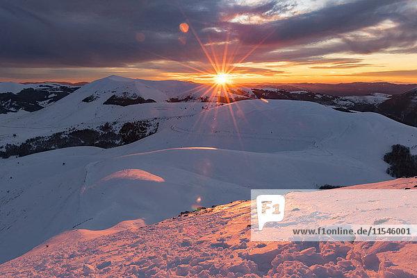 Italien,  Umbrien,  Nationalpark Monti Sibillini,  Sonnenuntergang am Apennin im Winter