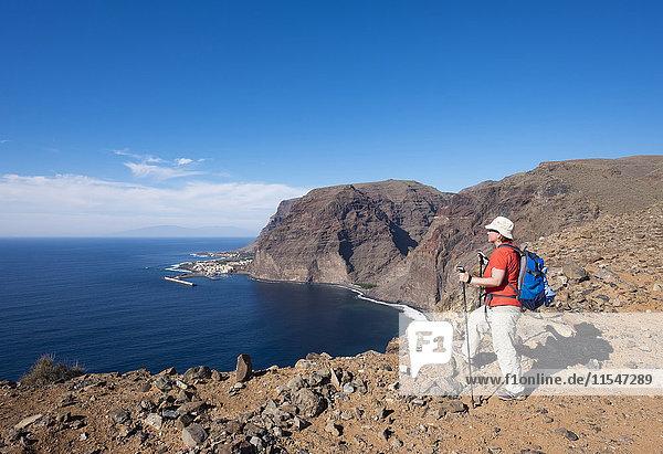 Spanien  Kanarische Inseln  La Gomera  Valle Gran Rey  Lomo Gerian  Wandererin