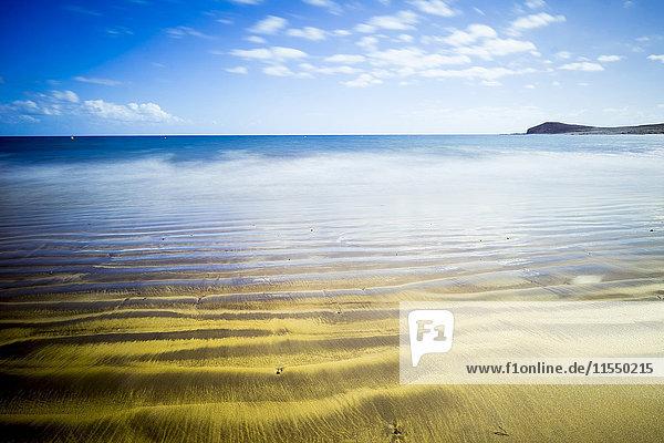 Spanien  Teneriffa  goldener Strand am Meer