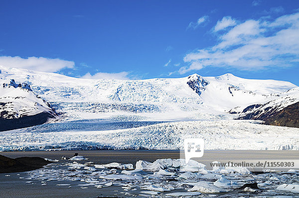 Iceland  Vatnajokull National Park  View across Fjallsarlon Glacier Lagoon towards the glacier