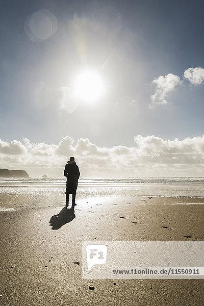 France  Bretagne  Finistere  Crozon peninsula  woman standing on the beach