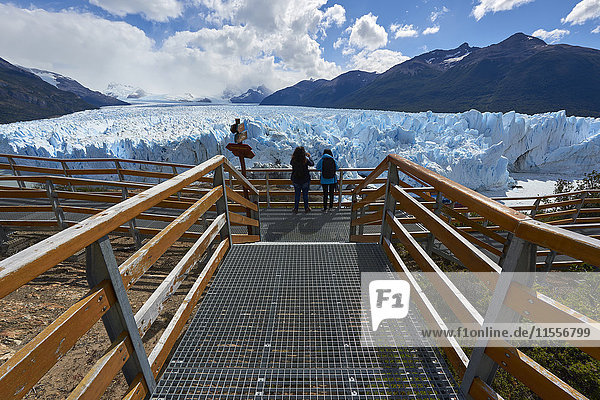 Two visitors at Perito Moreno Glacier in the Parque Nacional de los Glaciares (Los Glaciares National Park)  UNESCO World Heritage Site  Patagonia  Argentina  South America