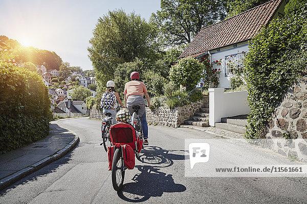 Deutschland  Hamburg  Blankenese  E-Bikes für die ganze Familie