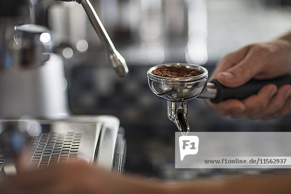 Barista mit Espressomaschine
