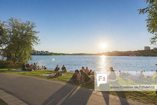 Schweden  Stockholm  Entspannen am Hornsbergs Strand auf Kungsholmen