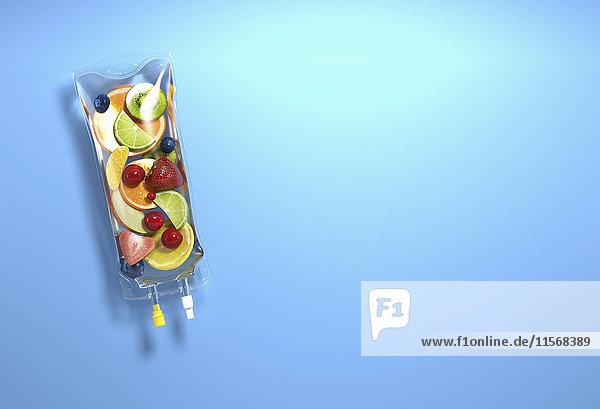 Frische Obststücke in einem Tropf