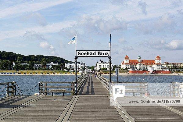 Badeort Binz  Pier  Kurhotel  Binz  Insel Rügen  Mecklenburg-Vorpommern  Deutschland  Europa
