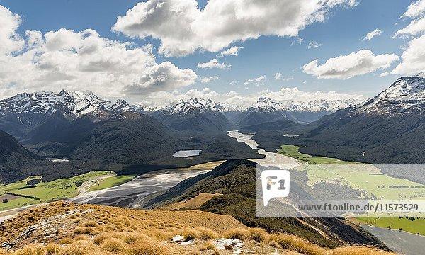 Ausblick auf Dart River und Berglandschaft  Mount Alfred  Glenorchy bei Queenstown  Südliche Alpen  Otago  Südinsel  Neuseeland  Ozeanien